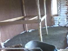 11 замесов, и черновой пол готов! Про странную деревянную конструкцию читайте дальше