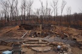 А это то, что осталось от красивого обвалованного дома наших соседей...