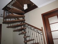 Не завидую тому, кто будет поднимать по этой лестнице пианино...