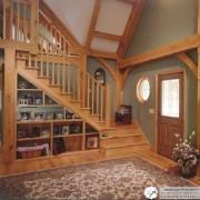 Неплохой пример использования пространства под лестницей
